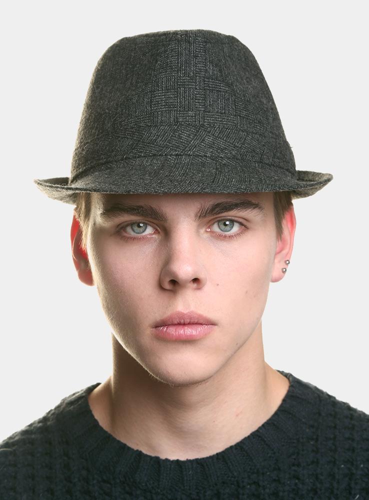 Шляпа3434137Классическая шляпа Canoe Harpert непременно украсит любой наряд. Шляпа выполнена из шерсти и полиэстера. Модель с небольшими полями, по бокам слегка закрученными вверх. Внутри шляпы пришита лента по окружности, для удобной посадки на голову. Такая шляпа подчеркнет вашу неповторимость и дополнит ваш повседневный образ.