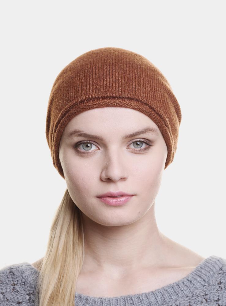Шапка женская Divine3442365Стильная женская шапка Canoe Divine отлично дополнит ваш образ в холодную погоду. Сочетание шерсти, кашемира и вискозы максимально сохраняет тепло и обеспечивает удобную посадку. Удлиненная шапка с эффектом необработанного края украшена металлической эмблемой с логотипом производителя. Такая модель комфортна и приятна на ощупь, она великолепно подчеркнет ваш вкус. Такая шапка станет отличным дополнением к вашему осеннему или зимнему гардеробу, в ней вам будет уютно и тепло!