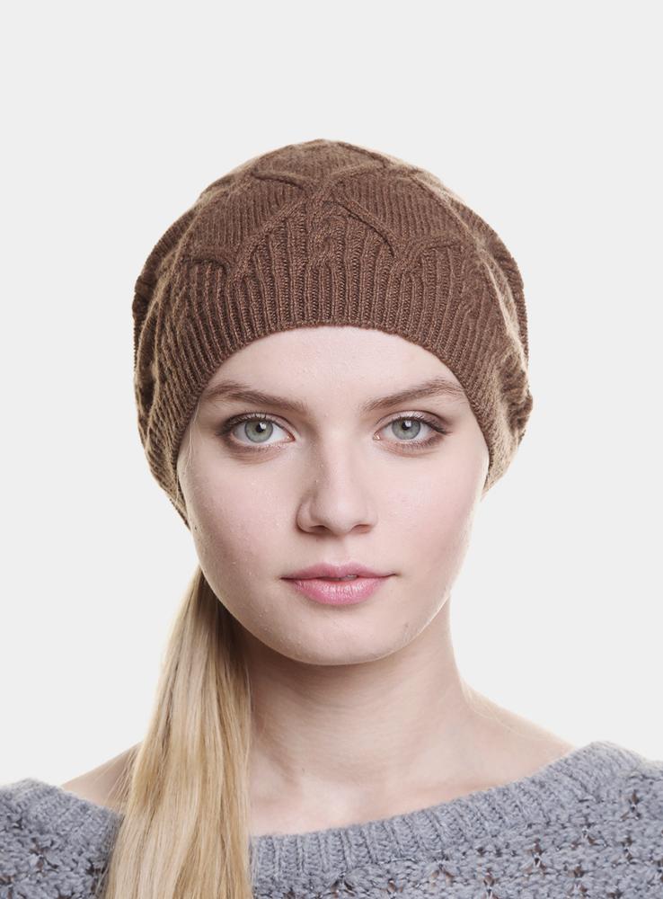 Шапка женская Carmel3444502Женская вязаная шапка Canoe Carmel - удлиненная вязаная шапочка с красивым симметричным рисунком, которая отлично дополнит ваш образ в холодную погоду и подчеркнет черты лица. Сочетание различных материалов максимально сохраняет тепло и обеспечивает удобную посадку. Модель оформлена небольшим декоративным элементом в виде металлической пластины с названием бренда. Понизу проходит неширокая вязаная резинка. Такая шапка составит идеальный комплект с модной верхней одеждой, в ней вам будет уютно и тепло! Изделие проходит предварительную стирку и последующую обработку специальными составами и паром для улучшения износоустойчивости, комфорта и приятных тактильных ощущений. Структура шерсти после обработок по новейшим технологиям приобретает легкость, мягкость, морозоустойчивость, становится пушистой, не продуваемой. Изделие долго сохраняет заданную форму.