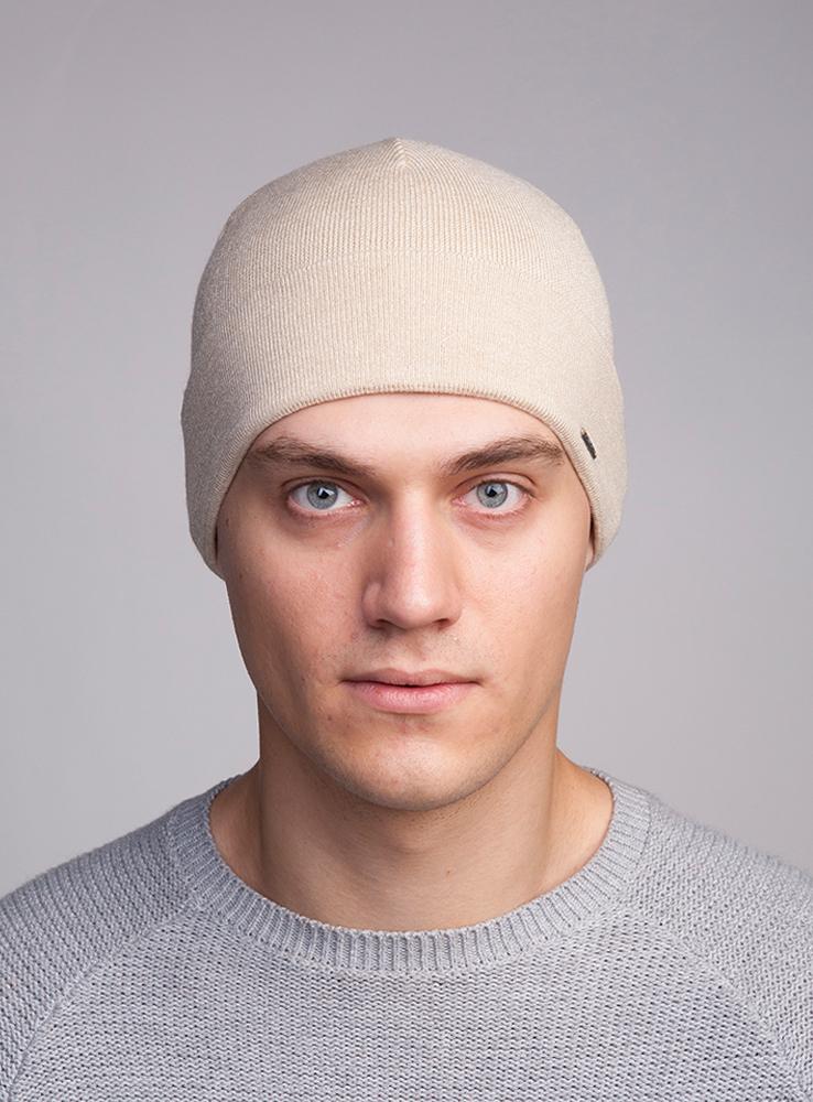 3447713Мужская шапка Canoe Luxor - классическая облегающая шапка с отворотом, которая отлично дополнит ваш образ в холодную погоду. Сочетание различных материалов максимально сохраняет тепло и обеспечивает удобную посадку. Гладкая вязка придает изделию дополнительную элегантность и потрясающие тактильные ощущения. Оформлена шапка небольшим декоративным элементом в виде металлической пластины с названием бренда. Такая шапка составит идеальный комплект с модной верхней одеждой, в ней вам будет уютно и тепло!