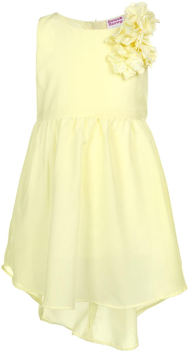 Платье для девочки. 195913195913Очаровательное платье для девочки Sweet Berry идеально подойдет вашей малышке. Платье выполнено из полиэстера с подкладкой из хлопка, оно необычайно мягкое и приятное на ощупь, не сковывает движения малышки и позволяет коже дышать, не раздражает даже самую нежную и чувствительную кожу ребенка, обеспечивая наибольший комфорт. Платье без рукавов застегивается на молнию на спинке и имеет удлиненную сзади юбку. Платье украшено декоративными текстильными цветами на лямке спереди. Оригинальный современный дизайн и модная расцветка делают это платье модным и стильным предметом детского гардероба. В нем ваша малышка будет чувствовать себя уютно и комфортно и всегда будет в центре внимания!