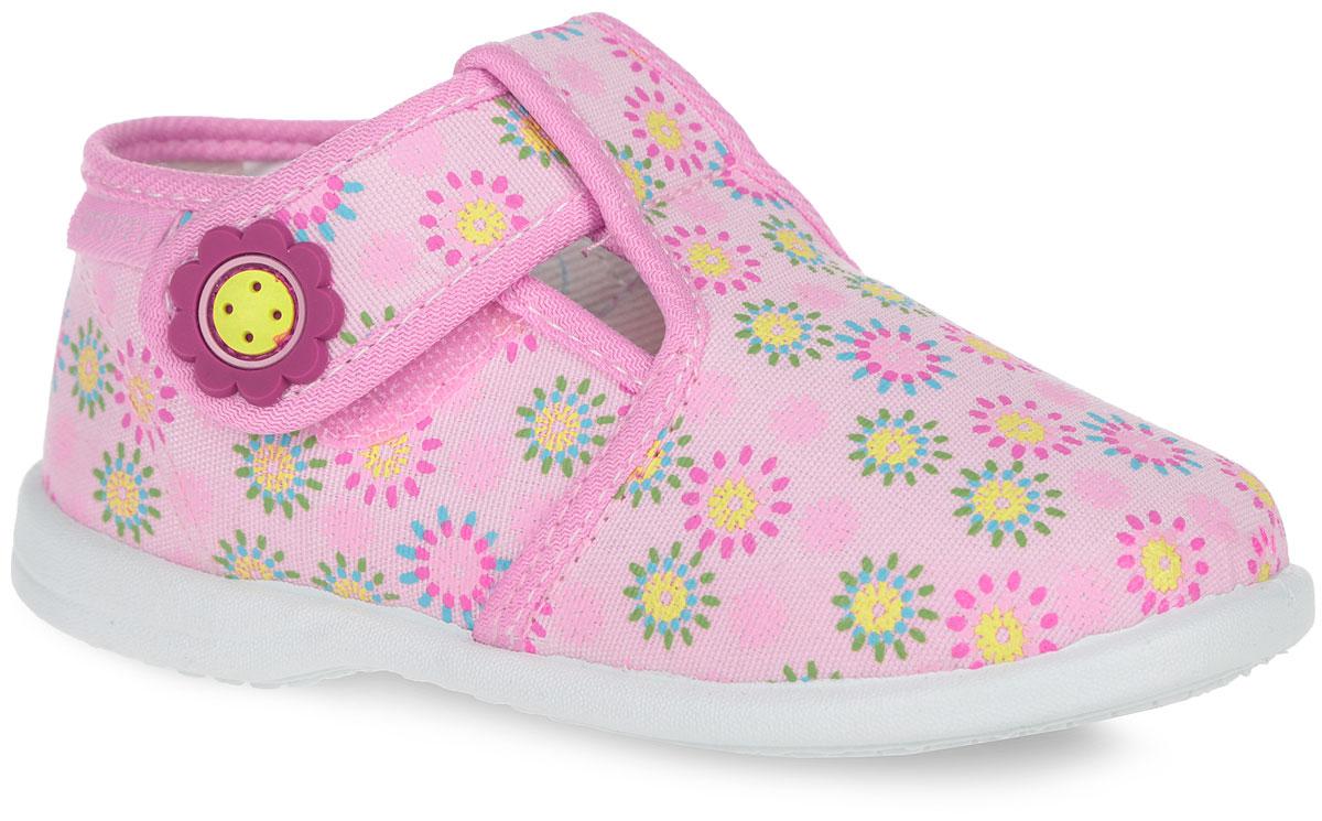 Туфли для девочки. 131064-11131064-11Очаровательные туфли для девочки от Котофей выполнены из текстиля и оформлены по верху ярким принтом. Ремешок на застежке-липучке, декорированный нашивкой из ПВХ в виде цветка, помогает оптимально подогнать полноту обуви по ноге и гарантирует надежную фиксацию. Текстильная подкладка обеспечит ножкам ребенка уют. Стелька изготовлена из ЭВА материала с верхним покрытием из текстиля. Ее высококачественный верхний слой отводит влагу от стопы, нижний слой из мягкого вспененного материала обладает свойствами повышенной гигроскопичности и обеспечивает дополнительную амортизацию при ходьбе. Гигиенические свойства текстильных материалов создают комфорт и удобство маленьким ножкам. Легкая, пластичная и износостойкая подошва не оставляет следов на напольных покрытиях. Такие туфли идеально подойдут в качестве сменной обуви как для дома, так и для детского сада.