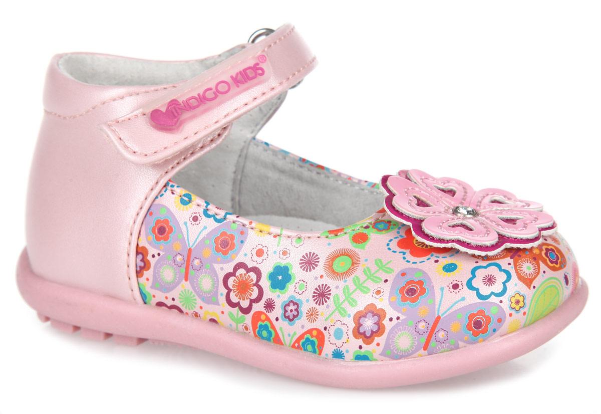 Туфли для девочки. 30-126B/1230-126B/12Яркие туфли от Indigo Kids придутся по душе вашей девочке. Модель выполнена из искусственной кожи и оформлена принтом в виде цветов и бабочек. Подъем украшен декоративным элементом в виде цветка со стразой. Ремешок на застежке-липучке позволяет надежно зафиксировать модель на ноге. Укрепленный задник стабилизирует пятку и не дает ножке ребенка подвернуться. Подкладка, изготовленная из натуральной кожи, обеспечивает дополнительный комфорт и предотвращает натирание. Стелька из ЭВА материала с верхним покрытием из натуральной кожи дополнена супинатором с перфорацией. Легкая нескользящая подошва с рифлением обеспечивает идеальное сцепление с любыми поверхностями. Стильные туфли - незаменимая вещь в гардеробе каждой девочки.