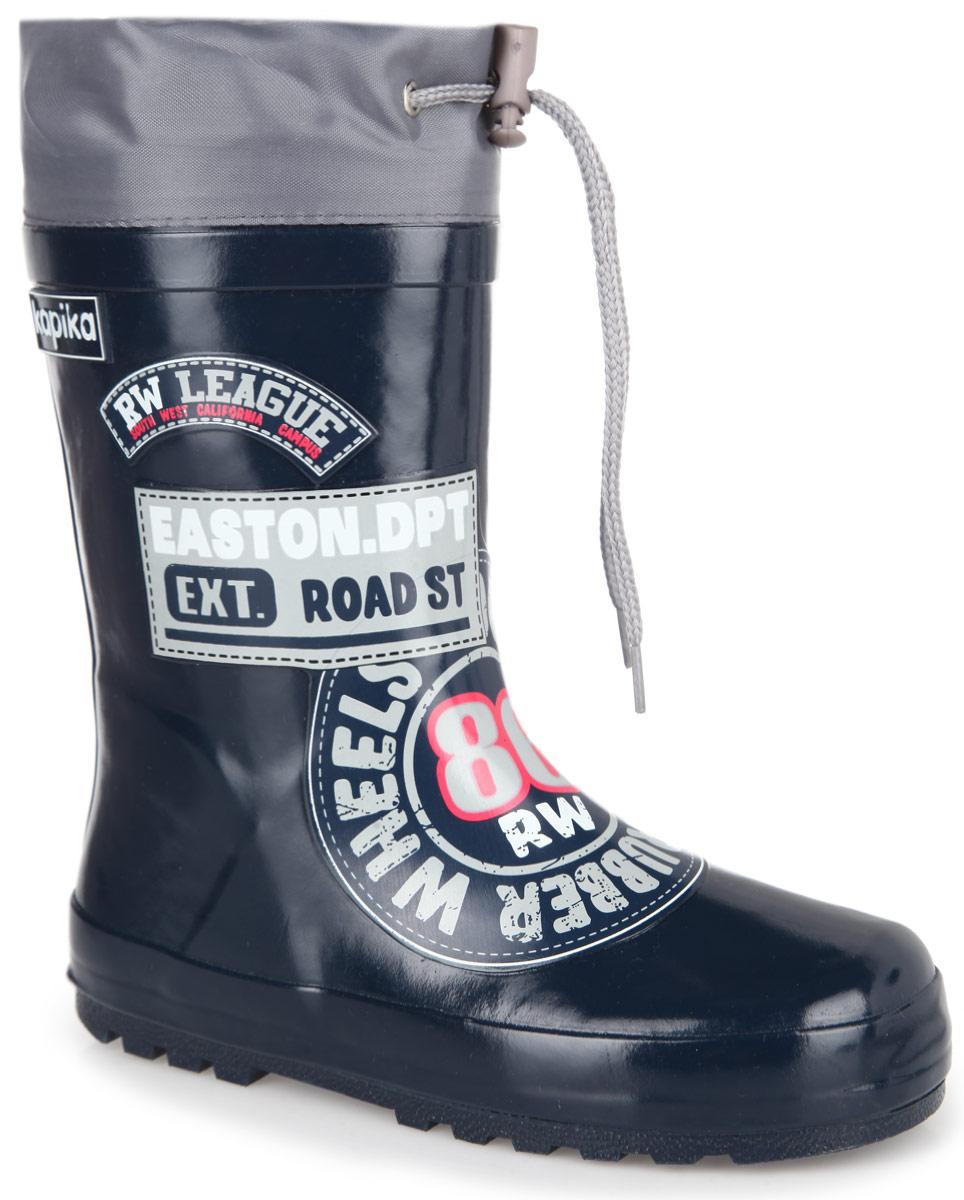 605тРезиновые сапоги от Kapika - идеальная обувь в дождливую погоду. Сапоги выполнены из резины и оформлены модными декоративными накладками. Подкладка и съемная стелька из текстиля помогают сохранить тепло и создают комфорт при ходьбе. Текстильный верх голенища регулируется в объеме за счет шнурка со стоппером. Рельефная поверхность подошвы гарантирует отличное сцепление с любой поверхностью. Резиновые сапоги прекрасно защитят ноги вашего ребенка от промокания в дождливый день.