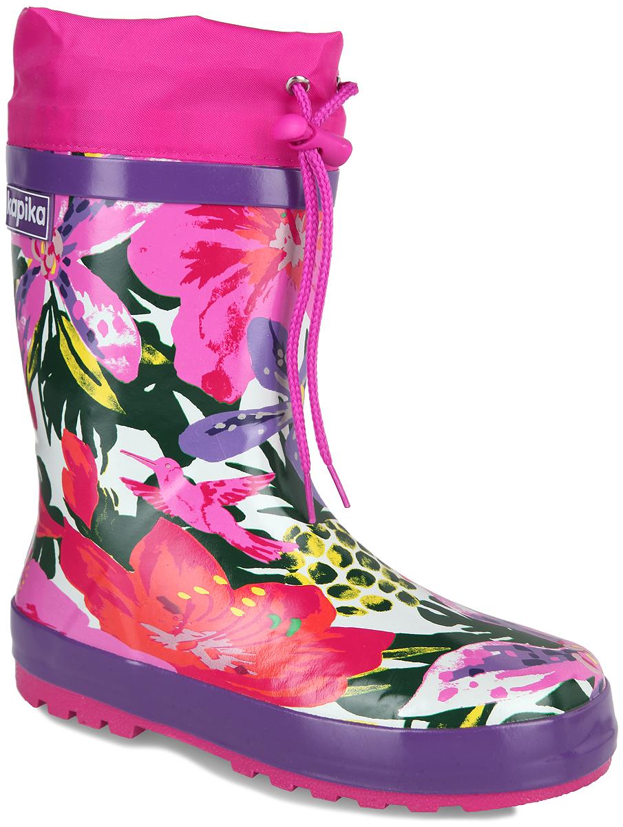 531тРезиновые сапоги от Kapika - идеальная обувь в дождливую погоду. Сапоги выполнены из резины и оформлены цветочным принтом. Подкладка и съемная стелька из текстиля помогают сохранить тепло и создают комфорт при ходьбе. Текстильный верх голенища регулируется в объеме за счет шнурка со стоппером. Рельефная поверхность подошвы гарантирует отличное сцепление с любой поверхностью. Резиновые сапоги прекрасно защитят ноги вашего ребенка от промокания в дождливый день.