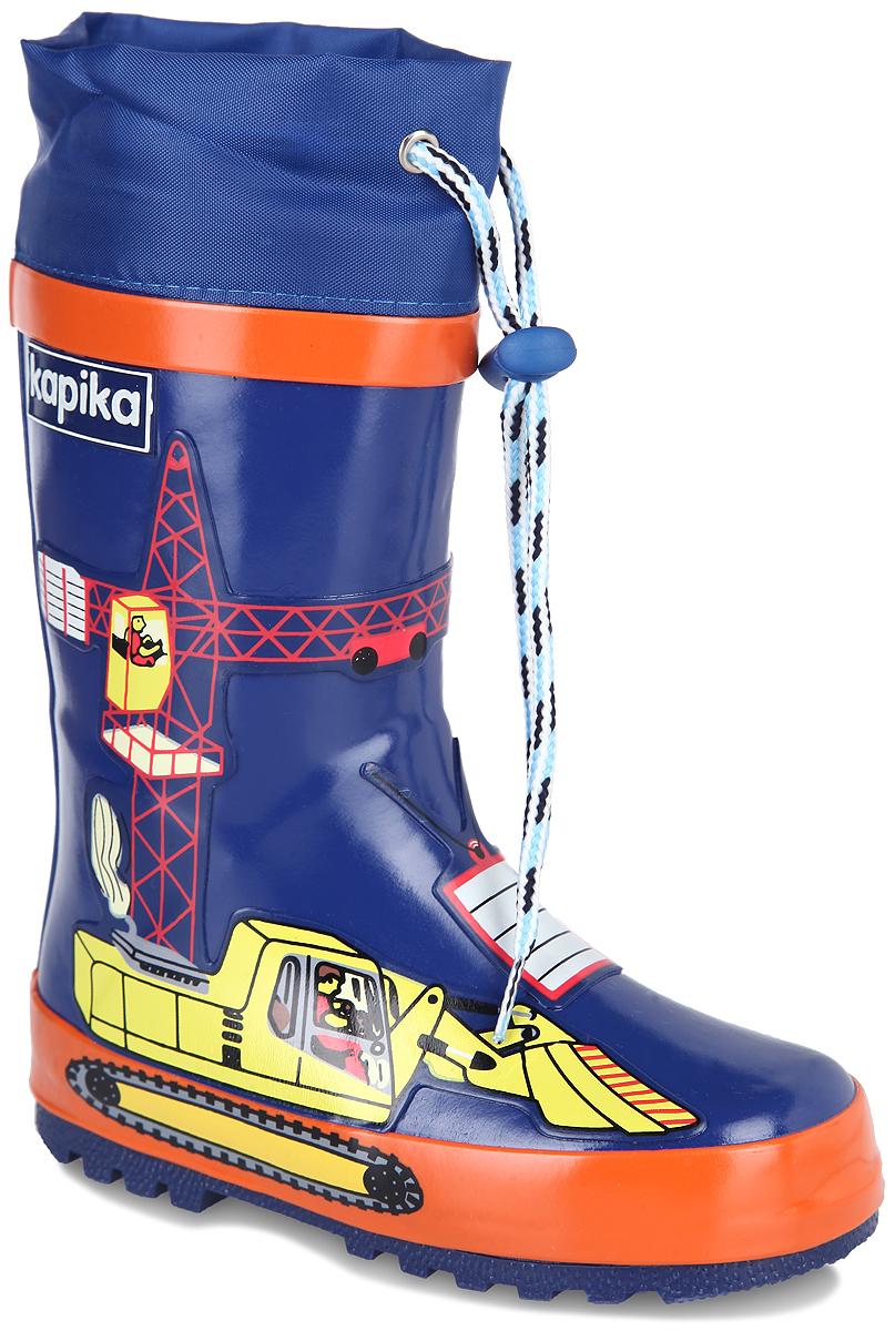 Сапоги резиновые для мальчика. 606т606тРезиновые сапоги от Kapika - идеальная обувь в дождливую погоду. Модель выполнена из резины и оформлена накладками в виде строительной машины с краном и груза. Подкладка и съемная стелька из текстиля с содержанием хлопка (80%) помогают сохранить тепло и создают комфорт при ходьбе. Текстильный верх голенища регулируется в объеме за счет шнурка со стоппером. Рельефная поверхность подошвы гарантирует отличное сцепление с любой поверхностью. Резиновые сапоги прекрасно защитят ноги вашего ребенка от промокания в дождливый день.