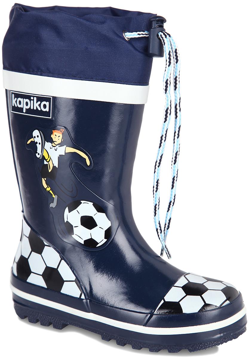 Сапоги резиновые для мальчика. 538т538тРезиновые сапоги от Kapika - идеальная обувь в дождливую погоду. Сапоги выполнены из резины и оформлены накладками с футбольной тематикой. Подкладка и съемная стелька из текстиля с содержанием хлопка (80%) помогают сохранить тепло и создают комфорт при ходьбе. Текстильный верх голенища регулируется в объеме за счет шнурка со стоппером. Рельефная поверхность подошвы гарантирует отличное сцепление с любой поверхностью. Резиновые сапоги прекрасно защитят ноги вашего ребенка от промокания в дождливый день.