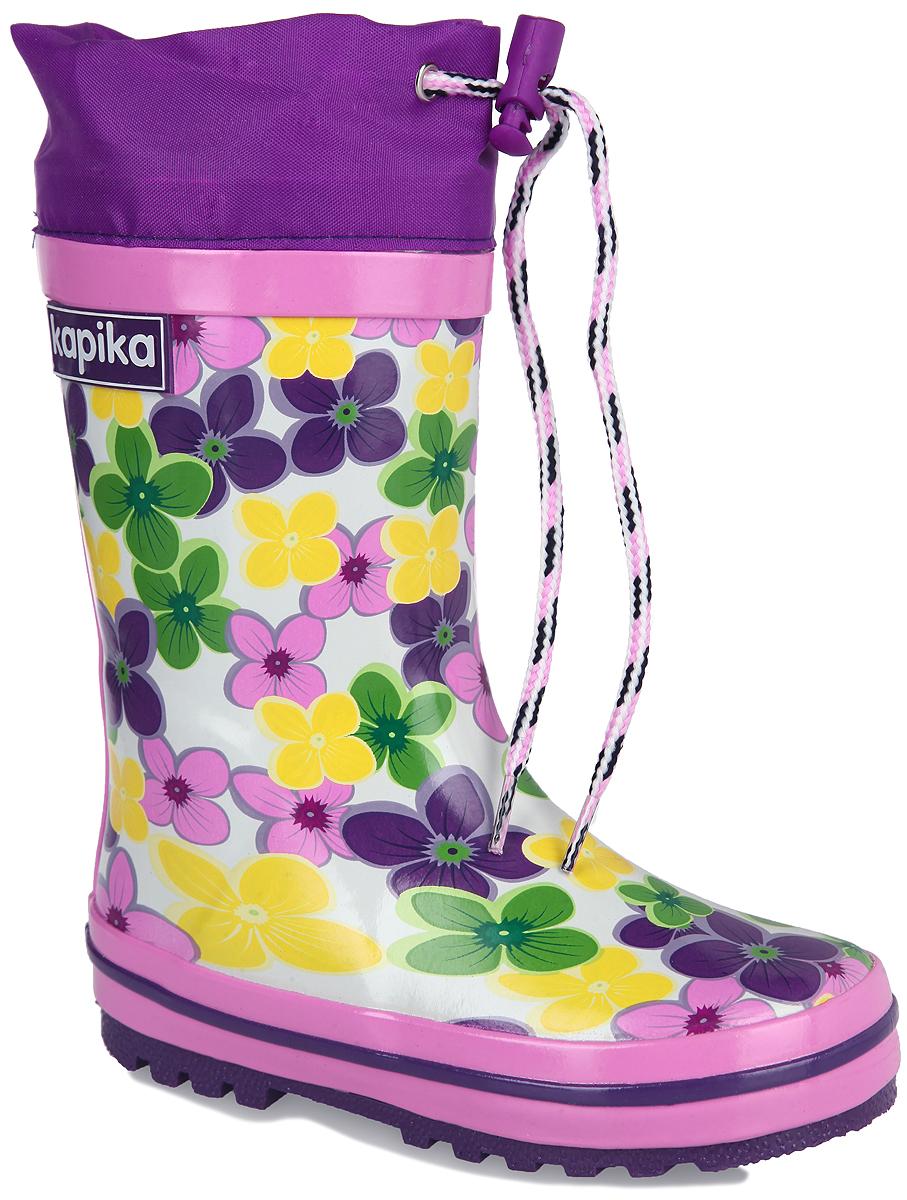 Сапоги резиновые для девочки. 560т560тРезиновые сапоги от Kapika - идеальная обувь в дождливую погоду. Сапоги выполнены из резины и оформлены цветочным принтом. Подкладка и съемная стелька из текстиля с содержанием хлопка (80%) помогают сохранить тепло и создают комфорт при ходьбе. Текстильный верх голенища регулируется в объеме за счет шнурка со стоппером. Рельефная поверхность подошвы гарантирует отличное сцепление с любой поверхностью. Резиновые сапоги прекрасно защитят ноги вашего ребенка от промокания в дождливый день.