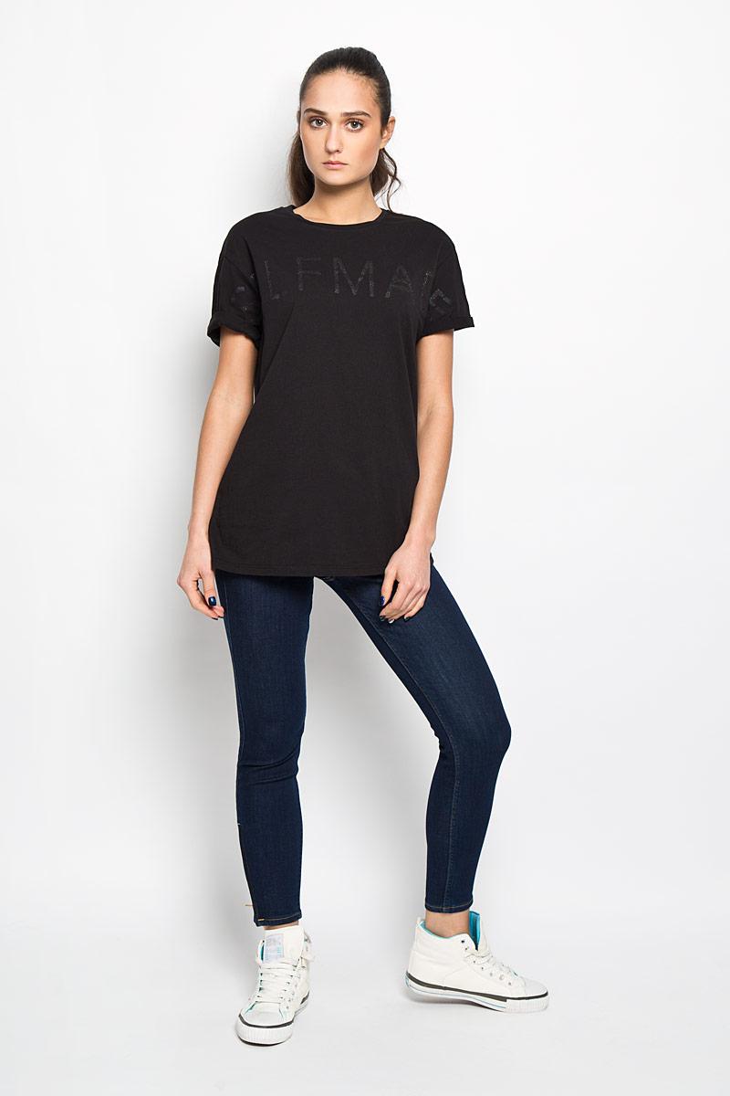 ФутболкаL42KAI01Стильная женская футболка Lee, выполненная из натурального хлопка, необычайно мягкая и приятная на ощупь, не сковывает движения и позволяет коже дышать, обеспечивая комфорт. Модель с круглым вырезом горловины и короткими рукавами спереди оформлена принтовыми надписями с блестящим напылением. Вырез горловины дополнен эластичной трикотажной резинкой, что предотвращает деформацию при носке. Рукава оформлены декоративными отворотами. Футболка Lee станет отличным дополнением к вашему гардеробу.
