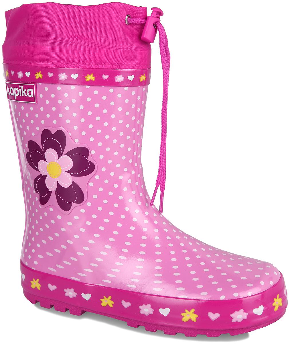 Сапоги резиновые для девочки. 524т524тРезиновые сапоги от Kapika - идеальная обувь в дождливую погоду. Сапоги выполнены из резины и оформлены принтом в горох. Боковая сторона дополнена накладкой в виде цветка. Подкладка и съемная стелька из текстиля помогают сохранить тепло и создают комфорт при ходьбе. Текстильный верх голенища регулируется в объеме за счет шнурка со стоппером. Рельефная поверхность подошвы гарантирует отличное сцепление с любой поверхностью. Резиновые сапоги прекрасно защитят ноги вашего ребенка от промокания в дождливый день.