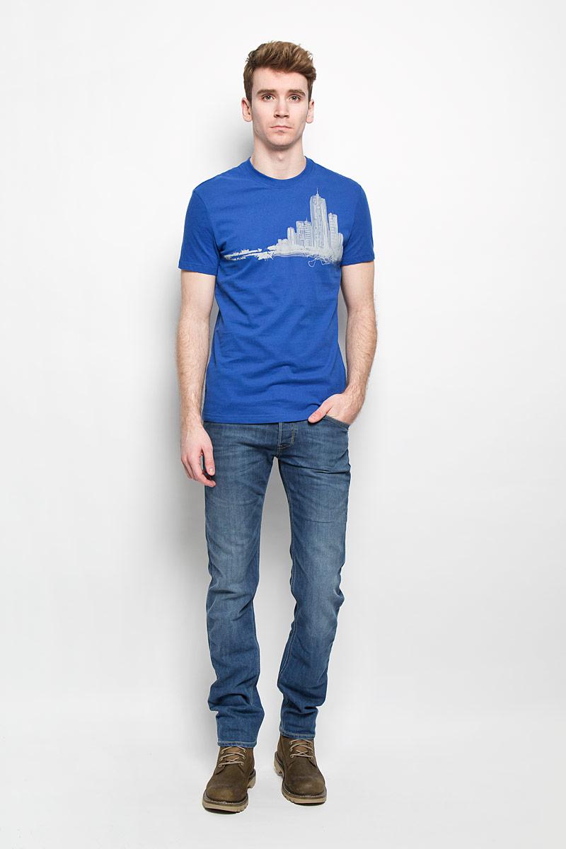 Футболка мужская. B16-42014B16-42014Стильная мужская футболка Finn Flare, выполненная из натурального хлопка, необычайно мягкая и приятная на ощупь, не сковывает движения и позволяет коже дышать, обеспечивая комфорт. Модель с круглым вырезом горловины и короткими рукавами спереди оформлена изображением силуэта городских высоток. Вырез горловины дополнен эластичной трикотажной резинкой, что предотвращает деформацию при носке. Футболка Finn Flare станет отличным дополнением к вашему гардеробу.