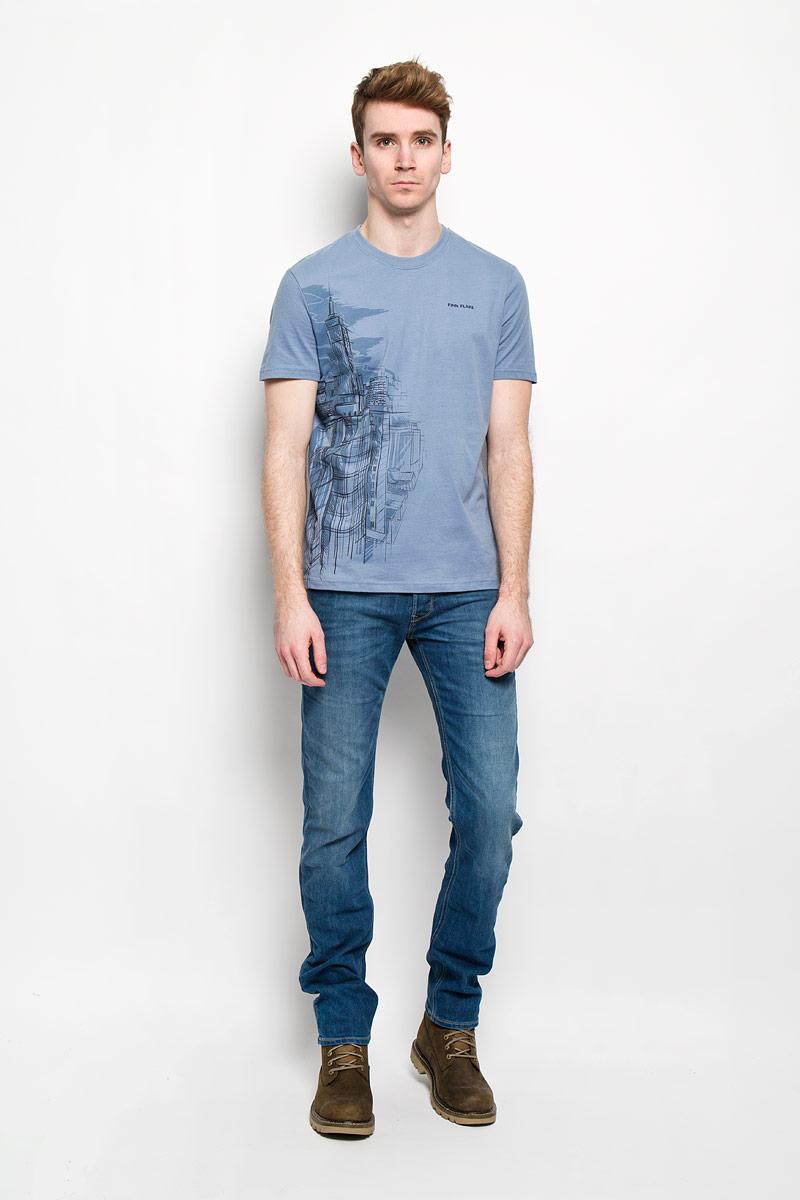 Футболка мужская. B16-21026B16-21026Стильная мужская футболка Finn Flare, выполненная из натурального хлопка, необычайно мягкая и приятная на ощупь, не сковывает движения и позволяет коже дышать, обеспечивая комфорт. Модель с круглым вырезом горловины и короткими рукавами спереди оформлена оригинальным принтом. Вырез горловины дополнен трикотажной эластичной резинкой, что предотвращает деформацию при носке. Футболка Finn Flare станет отличным дополнением к вашему гардеробу.
