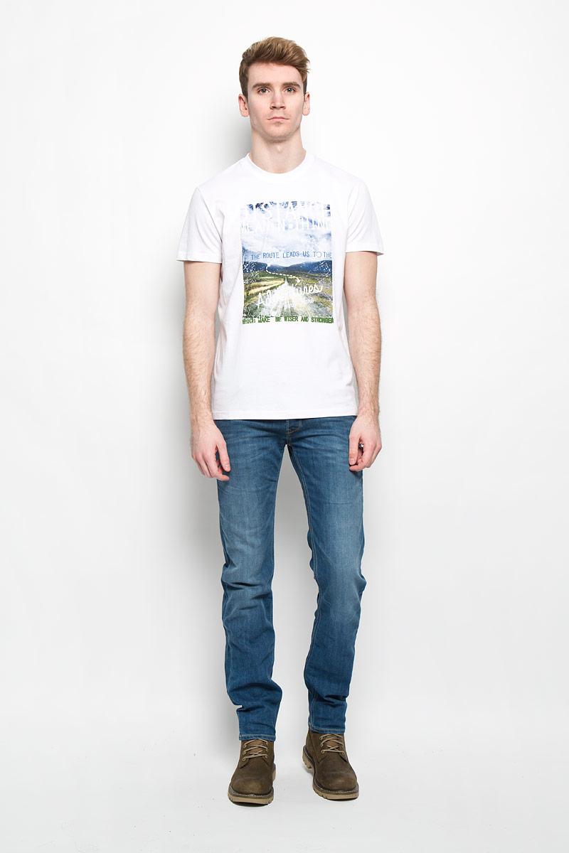 B16-22023Стильная мужская футболка Finn Flare, выполненная из высококачественного натурального хлопка, обладает высокой теплопроводностью, воздухопроницаемостью и гигроскопичностью, позволяет коже дышать и великолепно отводит влагу, оставляя тело сухим. Такая футболка превосходно подойдет для занятий спортом и активного отдыха. Модель с короткими рукавами и круглым вырезом горловины - идеальный вариант для создания образа в стиле Casual. Футболка декорирована крупным принтом с красочным пейзажем и надписями на английском языке. Такая модель подарит вам комфорт в течение всего дня и послужит замечательным дополнением к вашему гардеробу.