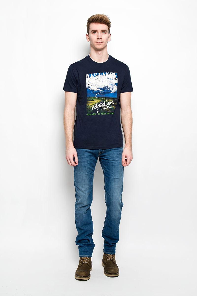 ФутболкаB16-22023Стильная мужская футболка Finn Flare, выполненная из высококачественного натурального хлопка, обладает высокой теплопроводностью, воздухопроницаемостью и гигроскопичностью, позволяет коже дышать и великолепно отводит влагу, оставляя тело сухим. Такая футболка превосходно подойдет для занятий спортом и активного отдыха. Модель с короткими рукавами и круглым вырезом горловины - идеальный вариант для создания образа в стиле Casual. Футболка декорирована крупным принтом с красочным пейзажем и надписями на английском языке. Такая модель подарит вам комфорт в течение всего дня и послужит замечательным дополнением к вашему гардеробу.