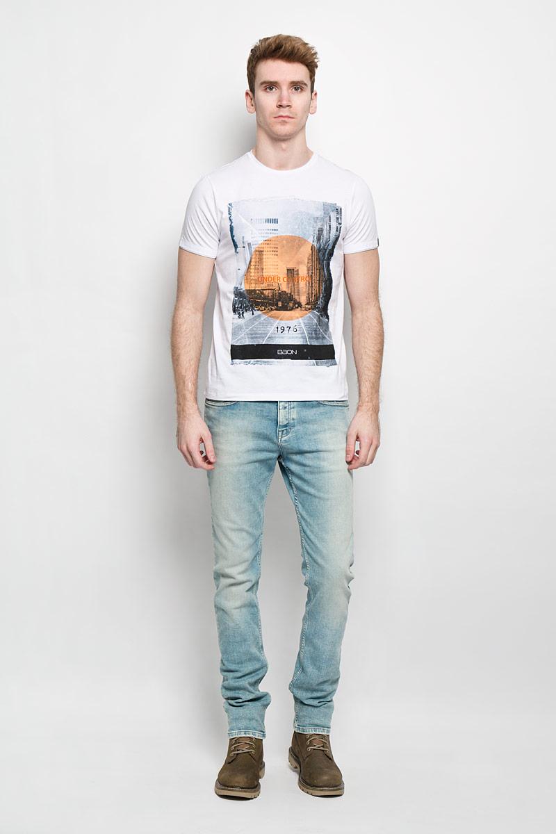 ФутболкаB736011Стильная мужская футболка Baon обеспечивает наибольший комфорт и свободу движений в повседневной жизни. Сочетающая в себе свободный крой, удобную круглую горловину и короткие рукава, она подарит вам удобство и комфорт. 100% хлопок обеспечивает оптимальный микроклимат. Модель декорирована принтом в виде города. В такой футболке вы будете чувствовать себя раскованно и непринужденно.