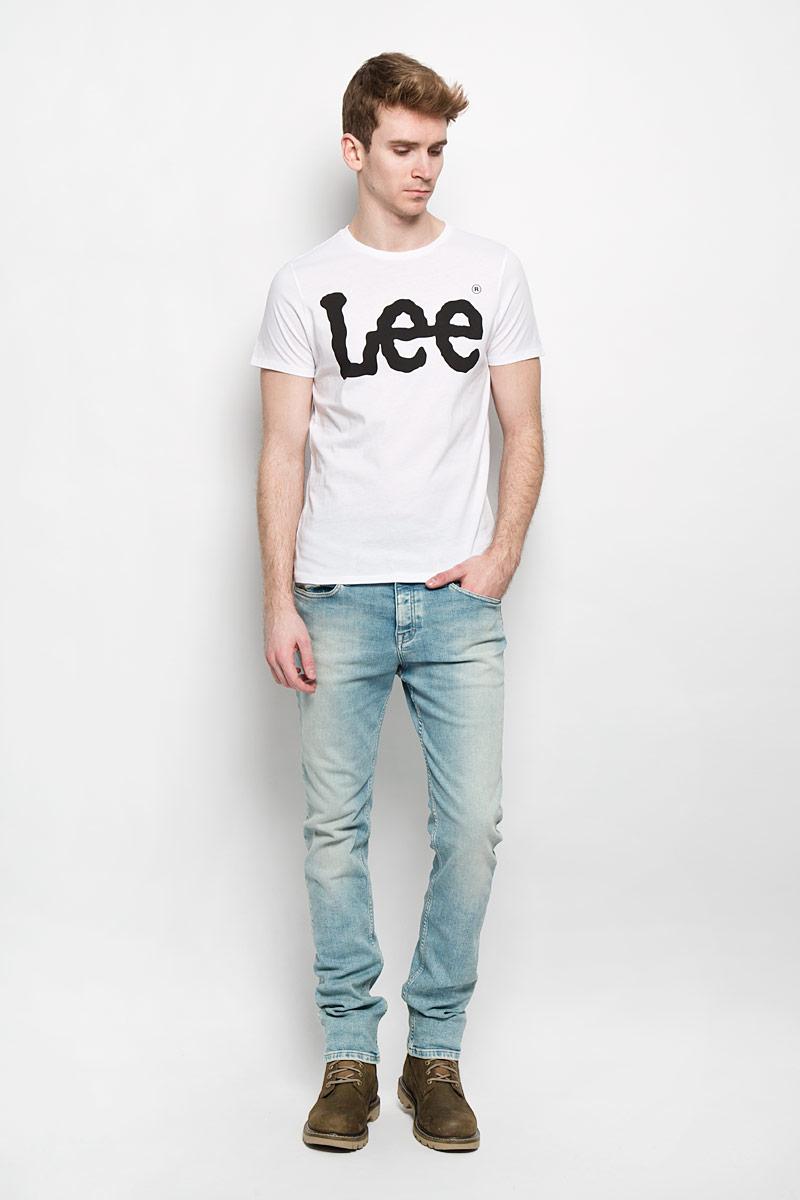 Футболка мужская. L64CAI12L64CAI12Оригинальная мужская футболка Lee выполнена в современном городском стиле. Модель, изготовленная из высококачественного 100% хлопка, не сковывает движения и позволяет коже дышать, обеспечивая наибольший комфорт. Футболка прямого кроя с круглым вырезом горловины оформлена логотипом бренда. Идеальный вариант для тех, кто ценит комфорт и качество.