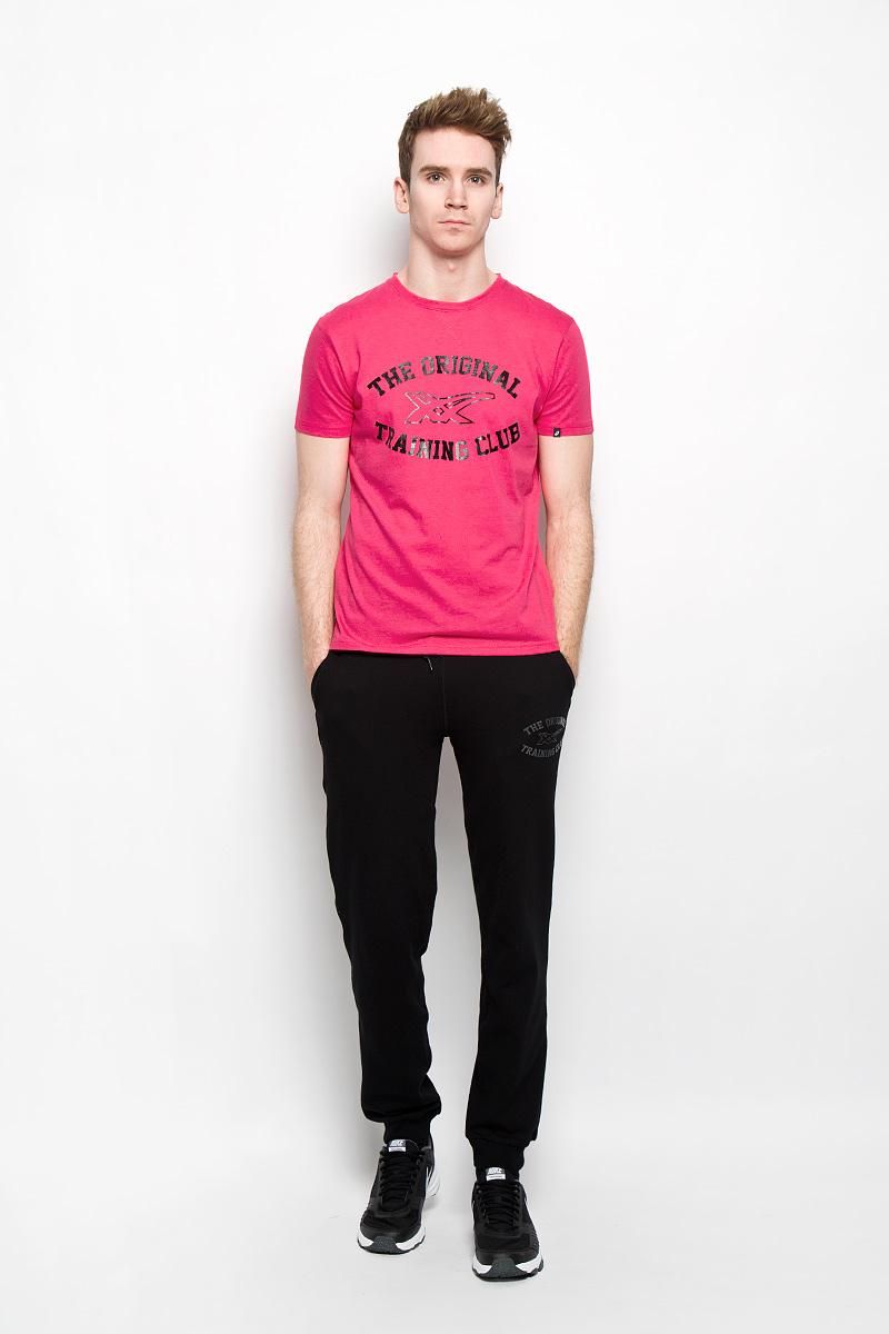 Футболка мужская Graphic SS Top131530-0001Стильная мужская футболка Asics Graphic SS Top, выполненная из высококачественного хлопка с добавлением полиэстера, обладает высокой теплопроводностью, воздухопроницаемостью и гигроскопичностью, позволяет коже дышать и великолепно отводит влагу, оставляя тело сухим. Такая футболка превосходно подойдет для занятий спортом и активного отдыха. Модель с короткими рукавами и круглым вырезом горловины - идеальный вариант для создания образа в спортивном стиле. Футболка декорирована принтом с надписью The Original Training Club. Горловина футболки изнутри отделана контрастной бейкой. Такая модель подарит вам комфорт в течение всего дня и послужит замечательным дополнением к вашему гардеробу.