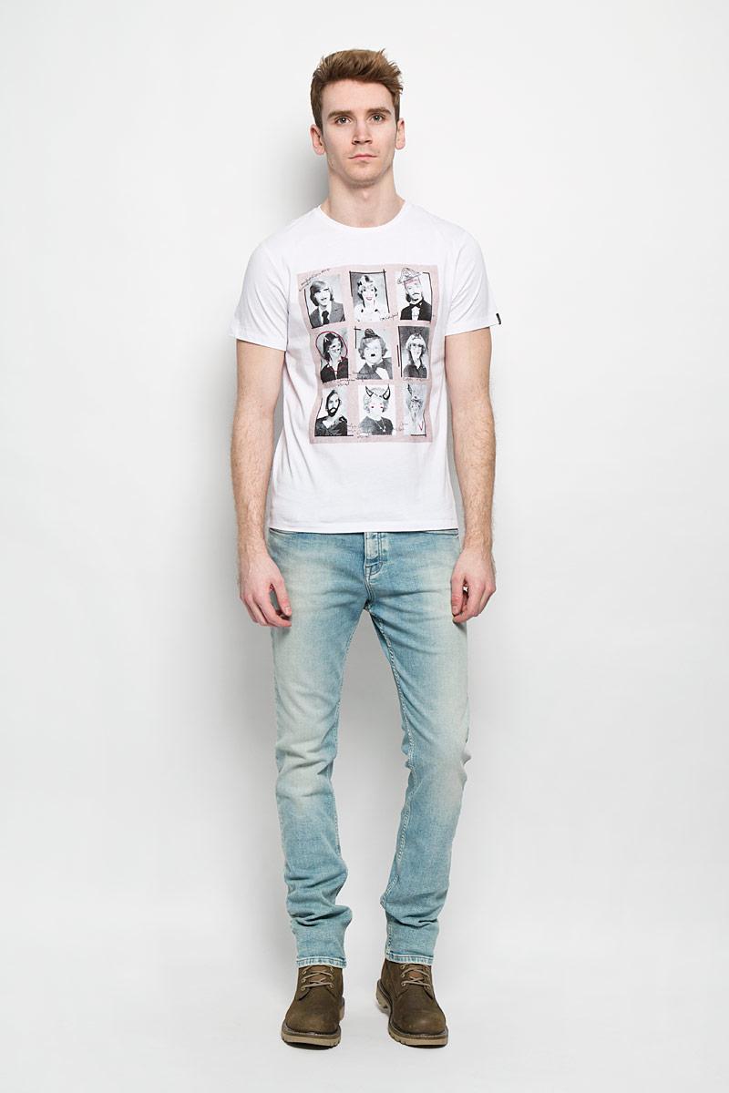 ФутболкаB736009Стильная мужская футболка Baon обеспечивает наибольший комфорт и свободу движений в повседневной жизни. Сочетающая в себе свободный крой, удобную круглую горловину и короткие рукава, она подарит вам удобство и комфорт. 100% хлопок обеспечивает оптимальный микроклимат. Модель декорирована оригинальным принтом. В такой футболке вы будете чувствовать себя раскованно и непринужденно.