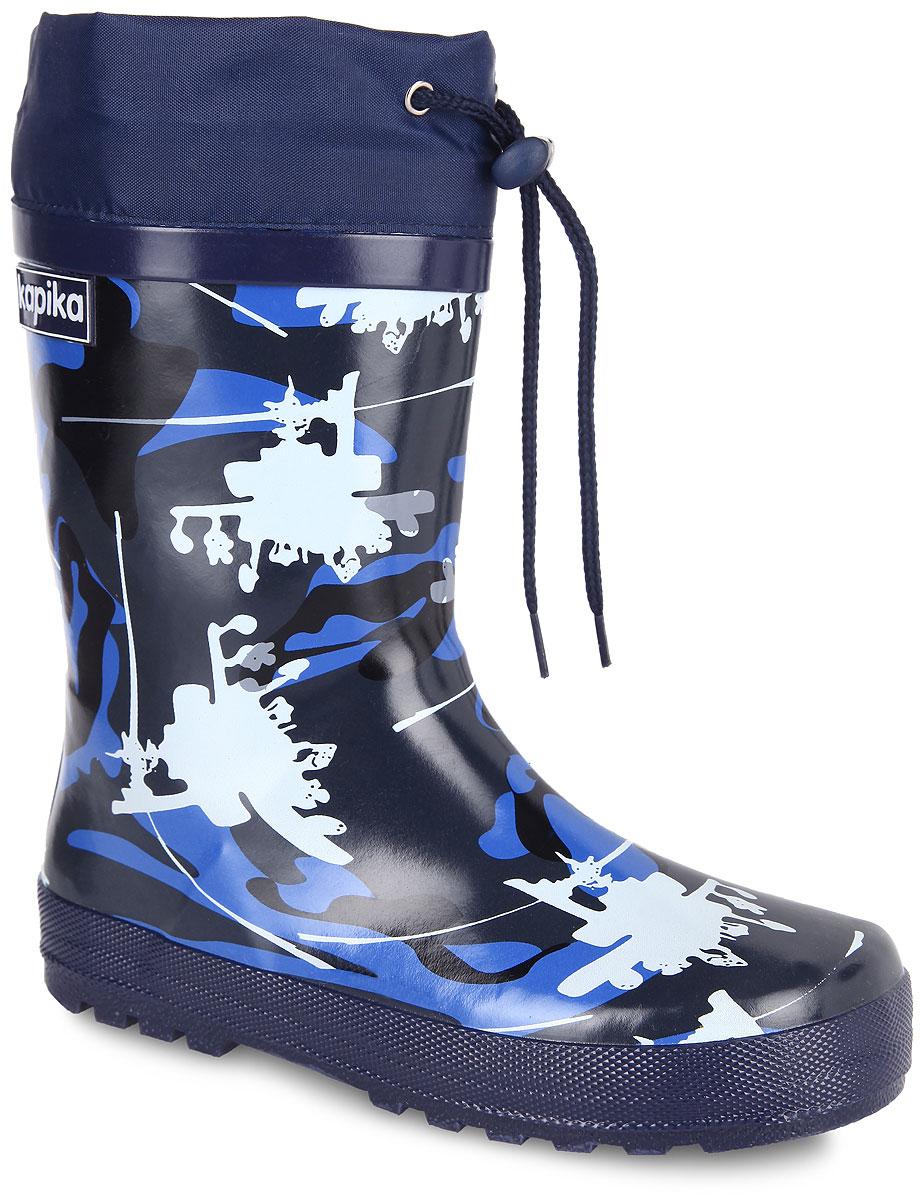 398тРезиновые сапоги от Kapika - идеальная обувь в дождливую погоду. Сапоги выполнены из резины и оформлены камуфляжным принтом. Подкладка и съемная стелька из текстиля помогают сохранить тепло и создают комфорт при ходьбе. Текстильный верх голенища регулируется в объеме за счет шнурка со стоппером. Рельефная поверхность подошвы гарантирует отличное сцепление с любой поверхностью. Резиновые сапоги прекрасно защитят ноги вашего ребенка от промокания в дождливый день.
