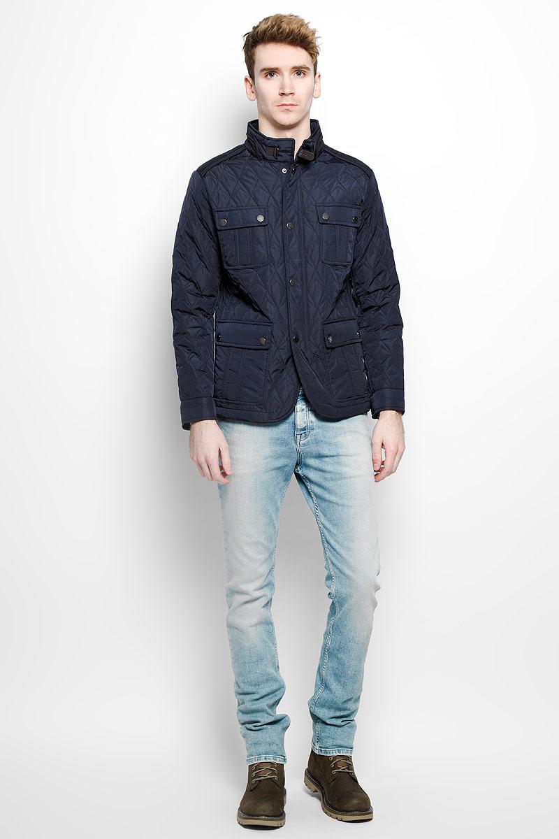B536028_DEEP NAVYСтильная мужская куртка Baon, выполненная из высококачественных материалов, обеспечит максимальный комфорт при различных погодных условиях. Изделие с воротником-стойкой и длинными рукавами застегивается на пластиковую застежку-молнию и дополнительно ветрозащитной планкой на металлические кнопки. Воротник дополнен хлястиком на кнопке. Спереди модель оснащена четырьмя накладными карманами с клапанами на кнопках. Куртка оформлена эффектной стежкой. Эта стильная куртка послужит отличным дополнением к вашему гардеробу!