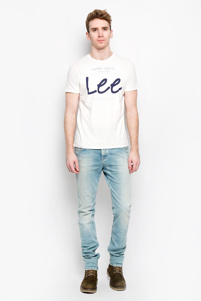 Футболка мужская. L64MAIHAL64MAIHAСтильная мужская футболка Lee, выполненная из высококачественного хлопка, обладает высокой теплопроводностью, воздухопроницаемостью и гигроскопичностью, позволяет коже дышать. Модель с короткими рукавами и круглым вырезом - идеальный вариант для создания образа в стиле Casual. Футболка оформлена принтом с логотипом Lee. Такая модель подарит вам комфорт в течение всего дня и послужит замечательным дополнением к вашему гардеробу.
