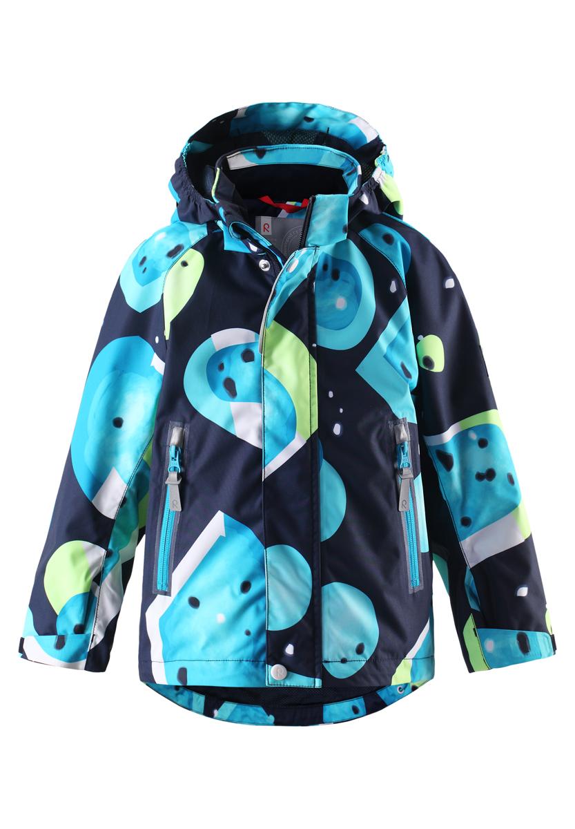 Куртка детская Meloni. 521444C521444C_3427Детская куртка Reimatec Meloni станет отличным дополнением к гардеробу ребенка. Куртка изготовлена из водонепроницаемой и ветрозащитной мембранной ткани на подкладке из 100% полиэстера. Материал отличается высокой устойчивостью к трению, благодаря специальной обработке полиуретаном, поверхность изделия отталкивает грязь и воду, что облегчает поддержание аккуратного вида одежды. Куртка полностью водонепроницаема, так как все ее швы проклеены для обеспечения максимальной защиты от воды. Легкая сетчатая подкладка улучшает вентиляцию и удобство в носке, не раздражает даже самую нежную и чувствительную кожу ребенка, обеспечивая ему наибольший комфорт. Куртка с воротником-стойкой и капюшоном застегивается на пластиковую застежку-молнию с защитой подбородка и дополнительно имеет две ветрозащитные планки, одна из которых на застежках-кнопках и липучках. Капюшон, присборенный по бокам на резинку, защитит нежные щечки ребенка от ветра, он пристегивается к куртке при...