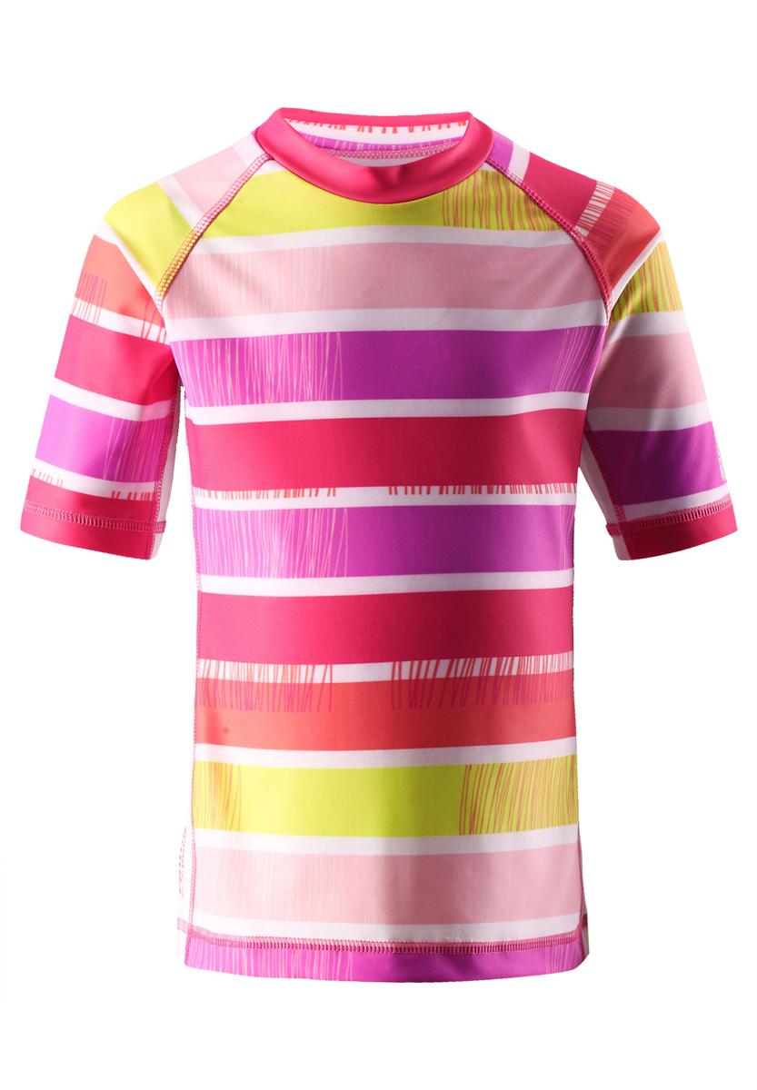 581510_3427Детская футболка Reima SunProof Fiji предназначена для игр на солнце и в воде. Модель изготовлена из высококачественного быстросохнущего материала SunProof с УФ-фактором защиты 50+, который обеспечивает великолепную защиту нежной коже. Футболка с круглым вырезом горловины и рукавами-реглан длиной до локтя оформлена ярким принтом в полоску. Спинка модели удлинена, что обеспечивает защиту как в воде, так и на песке. Такая футболка станет отличным дополнением к детскому гардеробу, ребенку в ней будет удобно и комфортно!