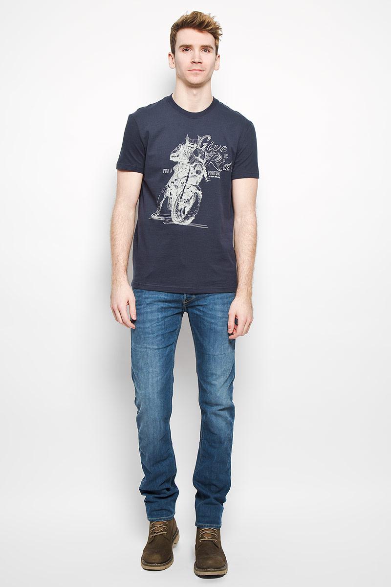 ФутболкаB16-22020Стильная мужская футболка Finn Flare, выполненная из натурального хлопка, необычайно мягкая и приятная на ощупь, не сковывает движения и позволяет коже дышать, обеспечивая комфорт. Модель с круглым вырезом горловины и короткими рукавами спереди оформлена оригинальным принтом. Вырез горловины дополнен трикотажной эластичной резинкой, что предотвращает деформацию при носке. Футболка Finn Flare станет отличным дополнением к вашему гардеробу.