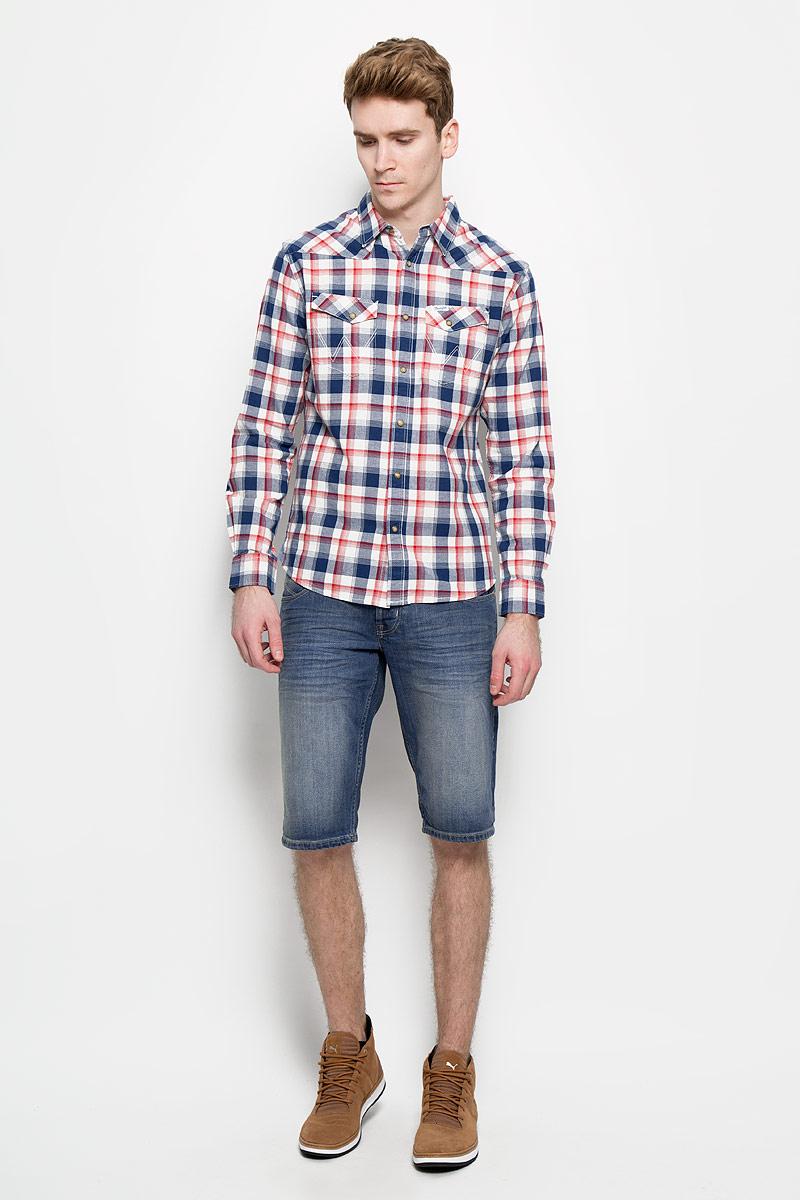 Шорты мужские. W15VX475CW15VX475CМужские джинсовые шорты Wrangler классического кроя станут отличным дополнением к вашему современному образу. Модель застегивается на пуговицы, имеются шлевки для ремня. Спереди изделие оформлено двумя втачными карманами и одним секретным, сзади - двумя накладными карманами. В шортах от Wrangler вы будете чувствовать себя уверенно и комфортно.