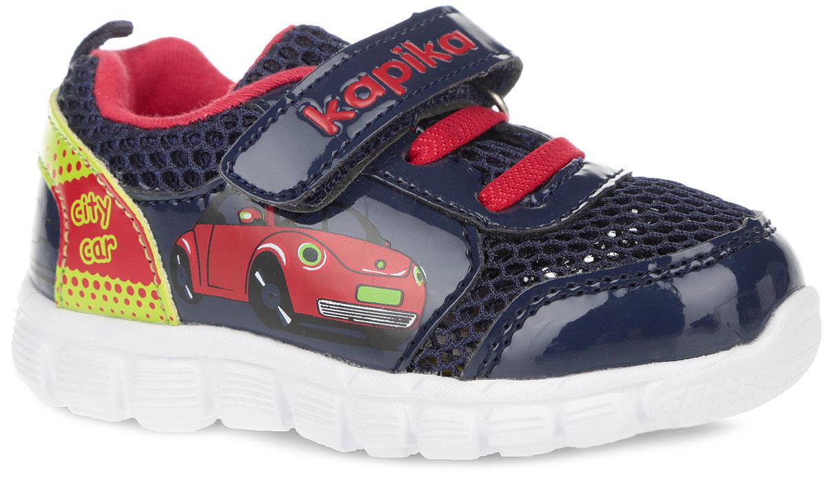 Кроссовки для мальчика. 7104671046-2Стильные кроссовки от Kapika не оставят равнодушным вашего мальчика! Модель изготовлена из комбинации искусственной кожи, оформленной принтом по бокам и на заднике, и сетчатого текстиля. Уплотнение на мыске защищает детскую стопу от ударов при движении. Ремешок с застежкой-липучкой, декорированный тиснением в виде логотипа бренда, прочно закрепит обувь на ножке. Верх изделия оформлен декоративной шнуровкой. Задник дополнен ярлычком для более удобного надевания обуви. Внутренняя часть выполнена из хлопка. Мягкая, влагопоглощающая, анатомическая, ароматизирующая, антибактериальная стелька из ЭВА с верхним покрытием из натуральной кожи дополнена супинатором, который обеспечивает правильное положение ноги ребенка при ходьбе. Облегченная подошва из ЭВА материала с рельефным протектором обеспечит сцепление с любой поверхностью. Модные кроссовки отлично дополнят образ вашего ребенка.