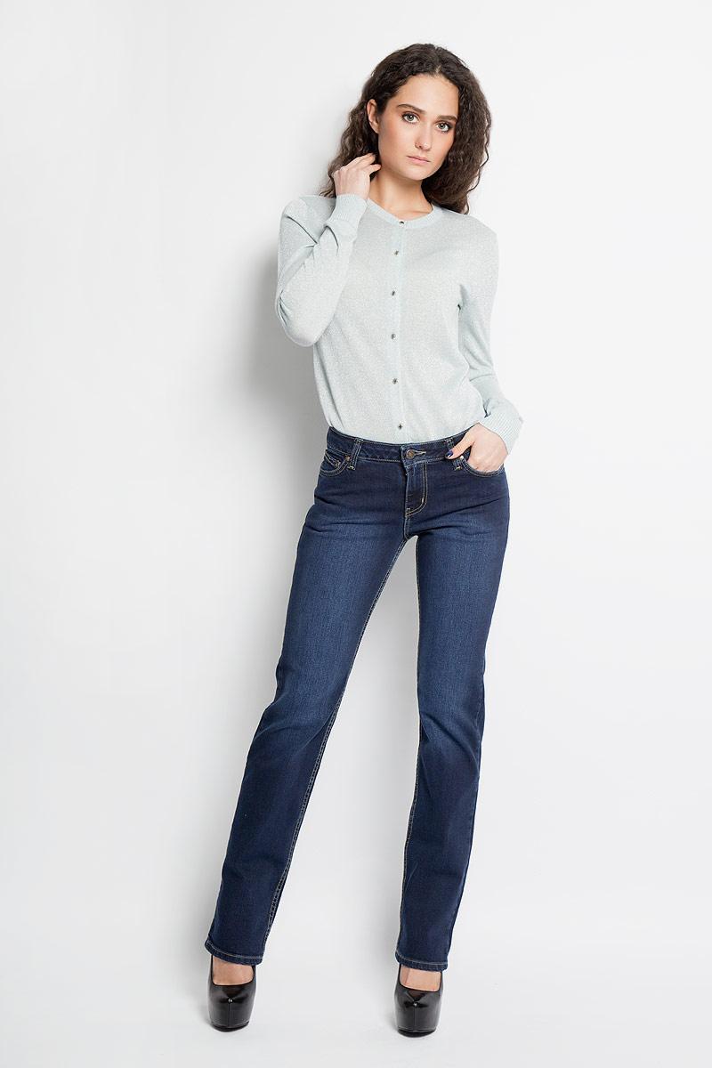 Джинсы женские. 19341/1024319341/10243_w.darkСтильные женские джинсы F5 созданы специально для того, чтобы подчеркивать достоинства вашей фигуры. Модель прямого кроя и стандартной посадки. Джинсы застегиваются на металлическую пуговицу в поясе и ширинку на застежке-молнии, имеются шлевки для ремня. Джинсы имеют классический пятикарманный крой: спереди модель дополнена двумя втачными карманами и одним маленьким накладным кармашком, а сзади - двумя накладными карманами. Изделие оформлено контрастной строчкой и эффектом потертостей. Эти модные и в тоже время комфортные джинсы послужат отличным дополнением к вашему гардеробу.