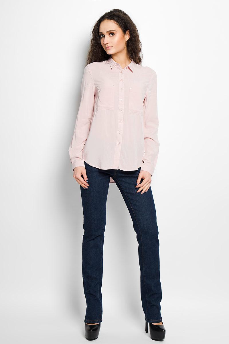 SKL1869ROСтильная женская рубашка Top Secret, выполненная из высококачественной вискозы, мягкая и приятная на ощупь, не сковывает движения, обеспечивая комфорт. Модель с отложным воротником и длинными рукавами застегивается на пластиковые пуговицы по всей длине. Манжеты изделия застегиваются на пуговицы. Спереди модель дополнена двумя накладным карманами, декорированными металлическими клепками. Эта модная и удобная рубашка послужит отличным дополнением к вашему гардеробу.