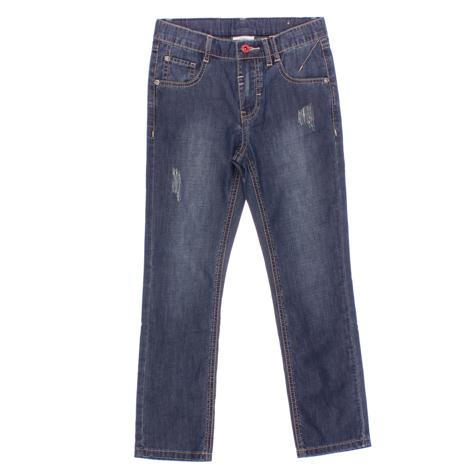 163055Стильные джинсы с эффектом потертости для мальчика. Джинсы прямого кроя и стандартной посадки на талии застегиваются на пуговицу и имеют ширинку на застежке-молнии. Модель представляет собой классическую пятикарманку: два втачных и один маленький накладной кармашек спереди и два накладных кармана сзади. На поясе имеются шлевки для ремня.