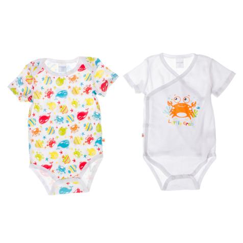 Боди для мальчика Baby, 2 шт. 167807167807Комплект для мальчика PlayToday состоит из двух боди с коротким рукавом, которые послужат идеальным дополнением к гардеробу младенца, обеспечивая ему наибольший комфорт. Изготовленные из натурального хлопка, они необычайно мягкие и легкие, не раздражают нежную кожу ребенка и хорошо вентилируются, а эластичные швы приятны телу малыша и не препятствуют его движениям. Удобные ассиметричные застежки-кнопки по всей длине и на ластовице помогают легко переодеть малыша или сменить подгузник. Одно боди с круглым вырезом горловины оформлено водным принтом по всей поверхности. Другое боди с V-образным вырезом горловины оформлено изображением краба и надписью Little Crab. Боди полностью соответствуют особенностям жизни малыша в ранний период, не стесняя и не ограничивая его в движениях!