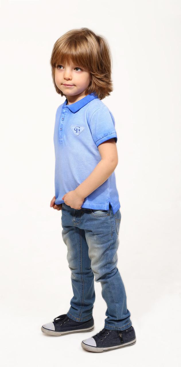 SS16-CFU-BTS-090Футболка-поло для мальчика Gino de Luka идеально подойдет вашему ребенку. Изготовленная из натурального хлопка, она мягкая и приятная на ощупь, не сковывает движения и позволяет коже дышать, обеспечивая наибольший комфорт. Футболка-поло с отложным воротничком и короткими рукавами застегивается сверху на три пуговицы. Воротник и края рукавов выполнены из трикотажной резинки. По бокам модели предусмотрены небольшие разрезы. Изделие украшено нашивками. Яркий дизайн, актуальная цветовая гамма и интересный декор делают эту футболку стильным и модным предметом детской одежды. В ней ваш маленький мужчина всегда будет в центре внимания!