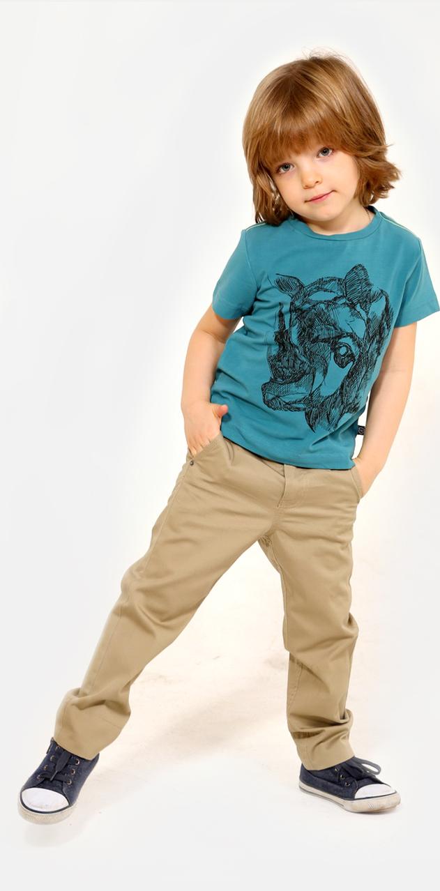 БрюкиSS16-CRN-BSP-062Брюки для мальчика Gino de Luka идеально подойдут юному моднику. Изготовленные из эластичного хлопка, они мягкие и приятные на ощупь, не сковывают движения и позволяют коже дышать, обеспечивая наибольший комфорт. Брюки прямого кроя на талии застегиваются на металлическую пуговицу и имеют ширинку на застежке- молнии, а также шлевки для ремня. При необходимости пояс можно утянуть скрытой резинкой на пуговках. Спереди расположены два втачных кармана и два маленьких накладных, сзади - два прорезных кармана на застежках-пуговицах. Длину брюк можно регулировать при помощи отворотов. Модель дополнена текстильным ремнем с металлической пряжкой. Украшено изделие вышитым логотипом бренда. Современный дизайн и расцветка делают эти брюки модным и стильным предметом детского гардероба. В них ребенок всегда будет в центре внимания!