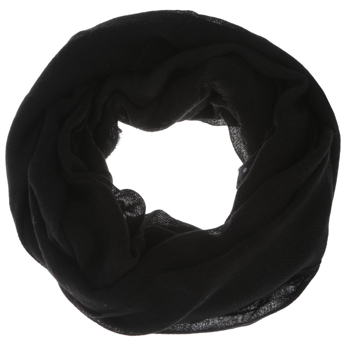 Шарф женский. K60K601491K60K601491Женский шарф Calvin Klein согреет вас в холодное время года, а также станет изысканным аксессуаром, который призван подчеркнуть ваш стиль и индивидуальность. Оригинальный шарф выполнен из 100% шерсти, оформлен принтом в виде названия бренда и украшен тонкой бахромой по краям. Такой шарф станет превосходным дополнением к любому наряду и защитит вас от ветра и холода.