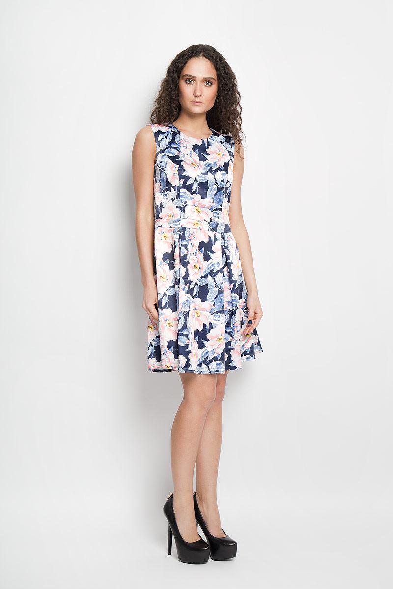 Платье13835/SatinЭлегантное платье F5 выполнено из высококачественного эластичного хлопка. Такое платье обеспечит вам комфорт и удобство при носке. Модель без рукавов, с круглым вырезом горловины выгодно подчеркнет все достоинства вашей фигуры благодаря приталенному силуэту. Платье-миди застегивается на молнию сбоку и дополнено пришивной юбкой, оформленной крупными складками. Изделие украшено красочным цветочным принтом. Изысканное платье-миди создаст обворожительный и неповторимый образ. Это модное и удобное платье станет превосходным дополнением к вашему гардеробу, оно подарит вам удобство и поможет вам подчеркнуть свой вкус и неповторимый стиль.