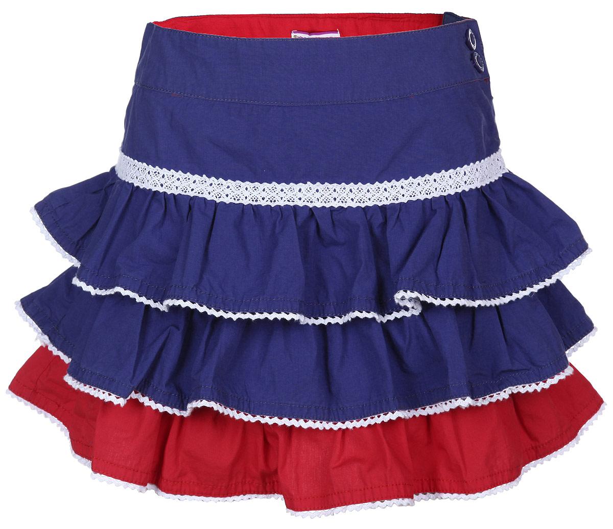 Юбка195564Юбка для девочки Sweet Berry подойдет вашей маленькой моднице и станет отличным дополнением к ее гардеробу. Изготовленная из натурального хлопка, она мягкая и приятная на ощупь, не сковывает движения и позволяет коже дышать. Модель на поясе имеет широкую трикотажную резинку и застегивается сбоку на молнию и две пуговицы в поясе. Юбка на кокетке дополнена двойной оборкой с рюшами, обработанными ажурной тесьмой. В такой юбочке ваша маленькая принцесса будет чувствовать себя комфортно, уютно и всегда будет в центре внимания!