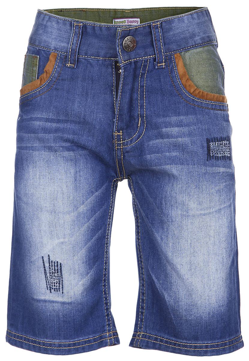 Шорты196320Джинсовые шорты для мальчика Sweet Berry идеально подойдут маленькому моднику и станут отличным дополнением к детскому гардеробу. Шорты выполнены из хлопка, не сковывают движения и позволяют коже дышать, обеспечивая наибольший комфорт. Шорты на талии застегиваются на металлический крючок и имеют ширинку на застежке- молнии, а также шлевки для ремня. С внутренней стороны пояс регулируется скрытой резинкой на пуговицах. Спереди расположены два втачных кармана и один маленький накладной, а сзади - два накладных кармана. Оформлено изделие контрастной отстрочкой и металлическими клепками, а также легким эффектом потертости. В таких стильных шортах ваш маленький мужчина будет чувствовать себя комфортно и всегда будет в центре внимания!