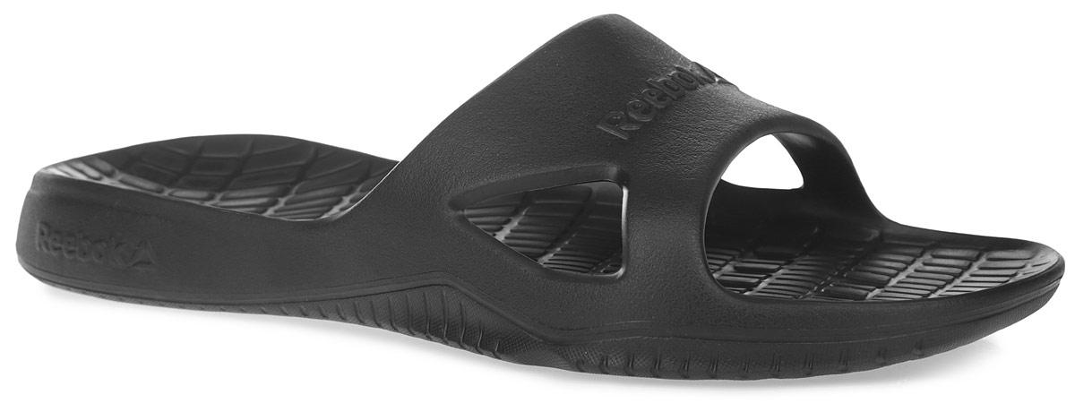 Шлепанцы мужские Kobo H2OUT. V70357V70357Мужские шлепанцы Kobo H2OUT от Reebok отличный вариант для похода на пляж или в бассейн. Модель изготовлена из EVA (вспененного полимера). Благодаря цельной конструкции ваши ноги будут надежно защищены от песка и не всегда чистого кафеля в душевых, а дренажные отверстия в подошве не позволят скапливаться лишней воде. Верх модели оформлен названием бренда. Модель обеспечивает отличную амортизацию при ходьбе. Вентилирующие отверстия по бокам обеспечивают воздухопроницаемость. Подошва с рельефным протектором обеспечивает идеальное сцепление с любой поверхностью. Модные шлепанцы покорят вас своим дизайном и удобством!