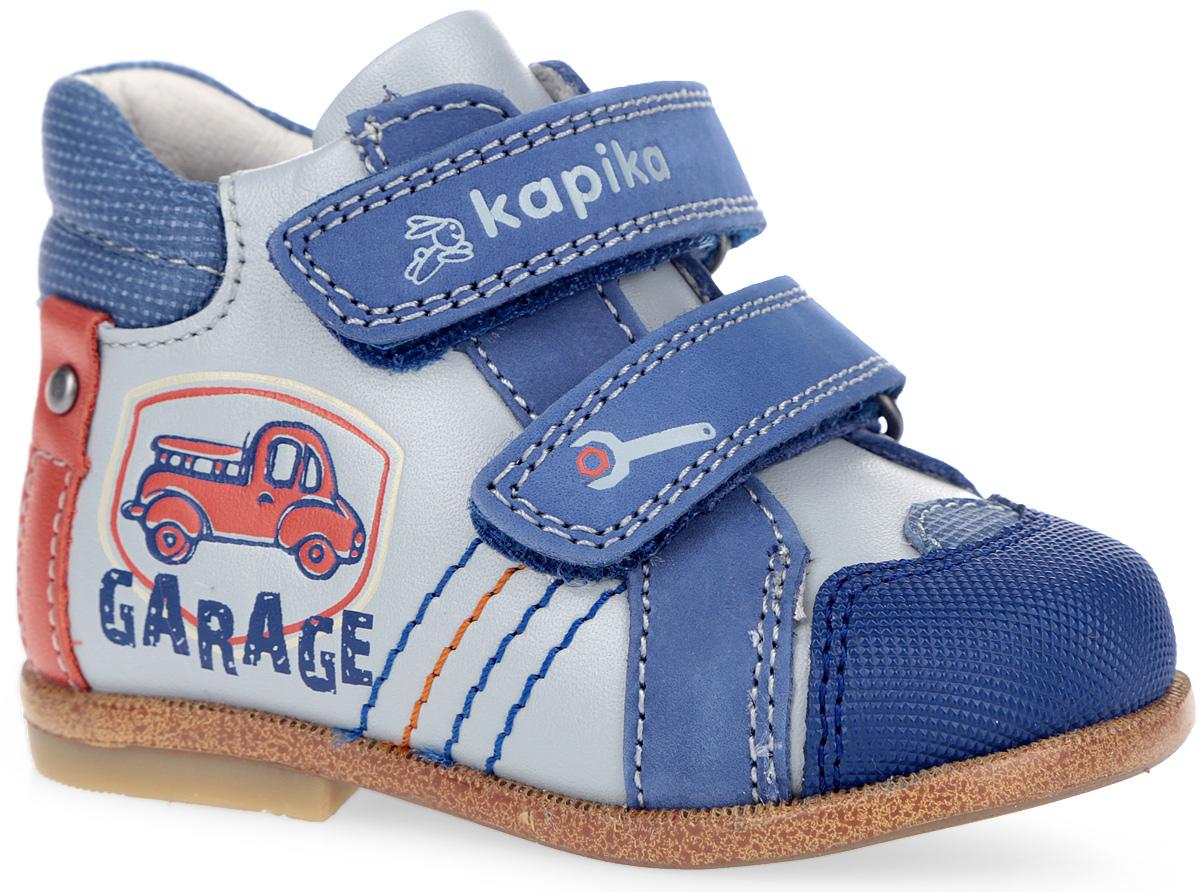 10081-1Стильные ботинки от Kapika заинтересуют вашего малыша с первого взгляда. Модель выполнена из натуральной кожи и нубука. Кант дополнен горизонтальной прострочкой. Сбоку изделие украшено оригинальным тиснением в виде машины и надписи, декоративной прострочкой и нашивкой с заклепкой. Ремешки на застежке-липучке, один из которых декорирован символикой бренда, другой - принтом в виде гаечного ключа, гарантируют надежную фиксацию модели на ноге. Внутренняя поверхность из натуральной кожи обеспечивает дополнительный комфорт и предотвращает натирание. Анатомическая стелька из EVA материала с поверхностью из натуральной кожи с супинатором, дополненная легкой перфорацией, обеспечивает сохранение комфортного микроклимата обуви, правильное формирование стопы, снижение общей утомляемости ног, отличную амортизацию, поглощение влаги и неприятных запахов. Вставка на мыске предназначена для дополнительной защиты. Широкий, устойчивый каблук, специальной конфигурации каблук...