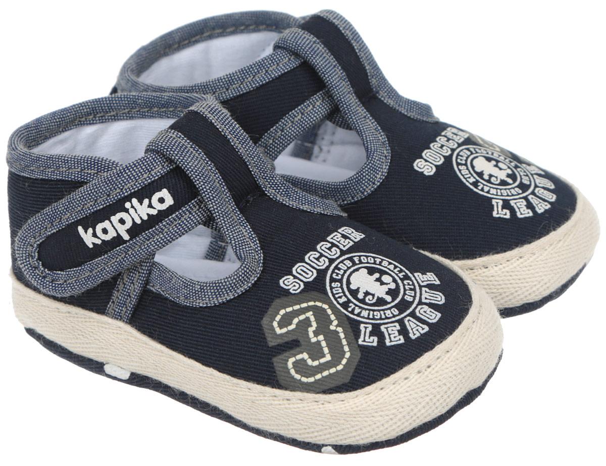 10088Стильные и модные пинетки для мальчика Kapika великолепно дополнят наряд маленького модника. В них ваш малыш будет чувствовать себя комфортно и непринужденно. Мягкий, приятный на ощупь и умеренно эластичный хлопковый материал бережно удерживает ножку ребенка и обеспечивает необходимую циркуляцию воздуха и гигроскопичность. Модель дополнена хлястиком с липучкой, который надежно фиксирует пинетки на ножке ребенка и позволяет регулировать их объем. Пинетки декорированы принтом с надписями на английском языке. Милые, нежные, удобные и анатомически правильные для формирующейся ножки детские пинетки станут любимой обувью вашего малыша.