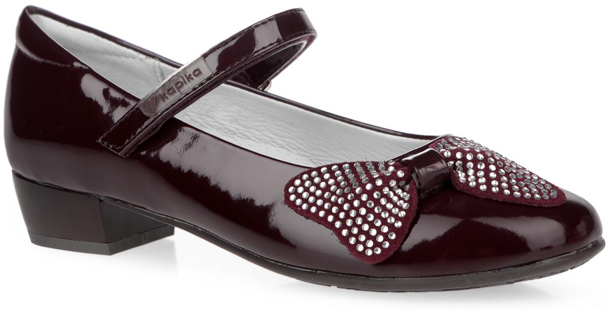 Туфли для девочки. 93044-493044-4Чудесные туфли от Kapika очаруют вашу дочурку с первого взгляда! Модель выполнена из искусственной лакированной кожи. Мыс декорирован изящным бантиком из искусственной замши, украшенным россыпью страз. Ремешок на застежке-липучке, оформленный фирменной прорезиненной нашивкой, отвечает за надежную фиксацию модели на ноге. Подкладка из натуральной кожи предотвращает натирание. Стелька ЭВА с поверхностью из натуральной кожи дополнена супинатором, который обеспечивает правильное положение ноги ребенка при ходьбе, предотвращает плоскостопие. Рифленая поверхность каблука и подошвы обеспечивает идеальное сцепление с любой поверхностью. Удобные туфли - незаменимая вещь в гардеробе каждой девочки.