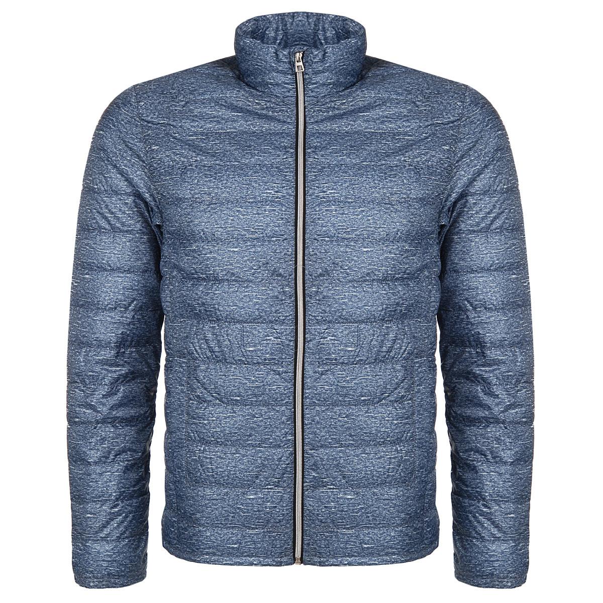 3522408.00.12Стильная и легкая мужская куртка Tom Tailor Denim отлично подойдет для прохладной погоды. Модель прямого кроя с воротником-стойкой застегивается на застежку-молнию с защитой подбородка. Утеплитель выполнен из синтепона. Куртка оформлена стеганой отстрочкой и дополнена двумя боковыми карманами. На внутренней стороне - два накладных кармана. Эта модная куртка послужит отличным дополнением к вашему гардеробу. В комплекте чехол для хранения куртки на кулиске.