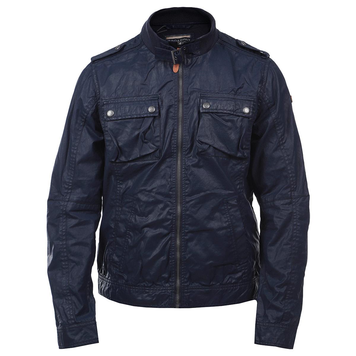 Куртка10150002 569-dk. atlanticСтильная мужская куртка Broadway, выполненная из высококачественного хлопкового материала со специальной пропиткой, рассчитана на прохладную погоду. Куртка поможет вам почувствовать себя максимально комфортно и стильно. Модель с длинными рукавами и трикотажным воротником-стойкой застегивается на пластиковую застежку-молнию. Воротник дополнительно застегивается с помощью хлястика на пряжку. Куртка дополнена двумя втачными карманами на кнопках и двумя нагрудными карманами с клапанами на кнопках. Манжеты также застегиваются на кнопки. На рукаве модель оформлена кожаной нашивкой с тиснением в виде названия бренда. В этой куртке вам будет комфортно. Модная фактура ткани, отличное качество, великолепный дизайн.