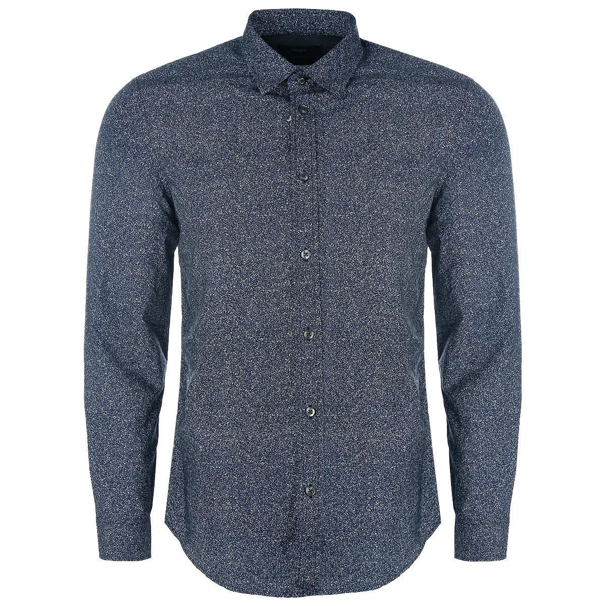 Рубашка мужская. 00SJQJ-0KAIO/81E00SJQJ-0KAIO/81EЭлегантная мужская рубашка Diesel станет прекрасным дополнением к вашему гардеробу. Рубашка выполнена из натурального хлопка, обладает высокой теплопроводностью, воздухопроницаемостью и гигроскопичностью, позволяет коже дышать, тем самым обеспечивая наибольший комфорт при носке даже жарким летом. Модель силуэта slim-fit с длинными рукавами, полукруглым низом и отложным воротником застегивается на пуговицы. Рукава дополнены широкими манжетами на пуговицах. Такая рубашка будет дарить вам комфорт в течение всего дня.