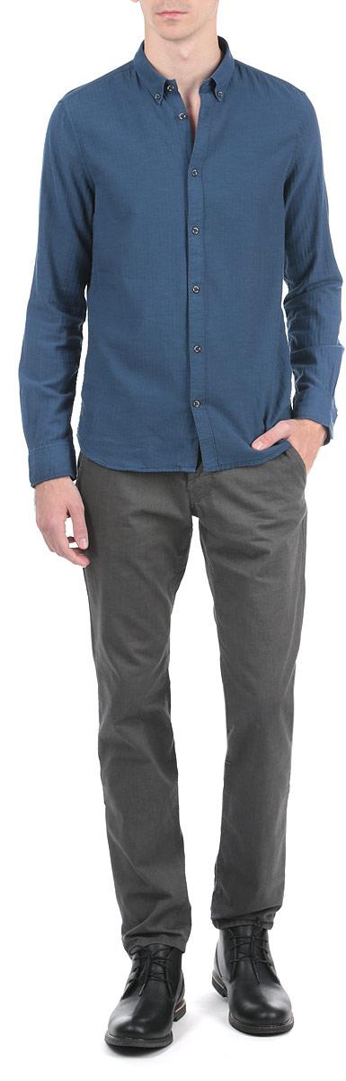 Брюки мужские. 6403359.09.126403359.09.12_2999Стильные мужские брюки Tom Tailor Denim, выполненные из натурального хлопка высочайшего качества, необычайно мягкие и приятные на ощупь, не сковывают движения, обеспечивая наибольший комфорт. Брюки классического кроя и средней посадки застегиваются на пуговицу в поясе и ширинку на молнии, имеются шлевки для ремня. Спереди модель оформлена двумя втачными карманами с косыми срезами, а сзади - двумя прорезными карманами. Брюки дополнены ремнем коричневого цвета длиной 106 см. Эти модные и в тоже время комфортные брюки послужат отличным дополнением к вашему гардеробу.