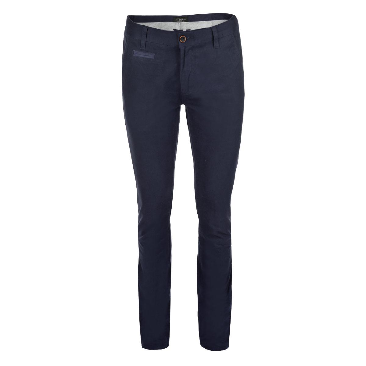 БрюкиLchmw043/MidnightСтильные мужские брюки Lee Cooper, выполненные из высококачественного плотного хлопка, отлично сидят по фигуре. Модель слегка зауженного к низу кроя и средней посадки станет отличным дополнением к вашему современному образу. Брюки застегиваются на две пуговицы в поясе и ширинку на молнии, также имеются шлевки для ремня. Спереди модель оформлена двумя втачными карманами с косыми срезами и имитацией прорезного кармашка, а сзади - двумя прорезными карманами с клапанами на пуговицах. Эти модные и в тоже время комфортные брюки послужат отличным дополнением к вашему гардеробу. В них вы всегда будете чувствовать себя уютно и комфортно.