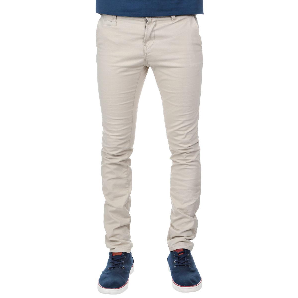 Брюки мужские. 6402997.00.126402997.00.12Стильные мужские брюки Tom Tailor зауженного к низу кроя и средней посадки изготовлены из эластичного хлопка и не сковывают движения. Брюки на талии застегиваются на пластиковую пуговицу, также имеются ширинка на застежке-молнии и шлевки для ремня. Спереди модель оформлена двумя втачными карманами со скошенными краями и одним небольшим прорезным кармашком, а сзади - двумя прорезными карманами на пуговицах. Эти модные и в тоже время комфортные брюки послужат отличным дополнением к вашему гардеробу. В них вы всегда будете чувствовать себя уютно и комфортно.